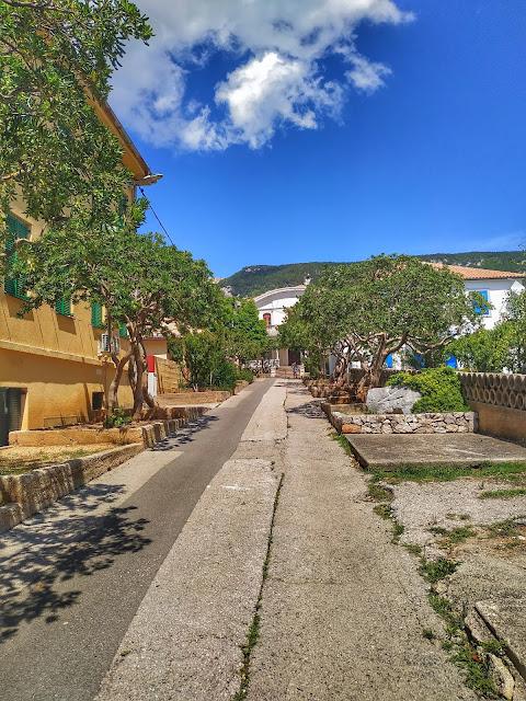 uliczki w Chorwacji, urokliwe zaułki, miasto na wyspie Krk