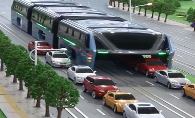 Chineses criam ônibus que cabe 1.200 pessoas e 'passa por cima' de engarrafamentos