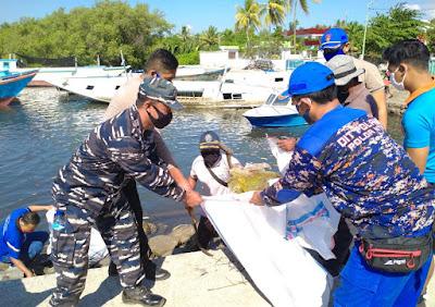 PosTNI AL Selat Alas Bersama Unsur Maritim Lakukan Bersih Pantai