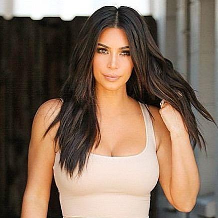 Kim khardashian Sexy cleavage Photos