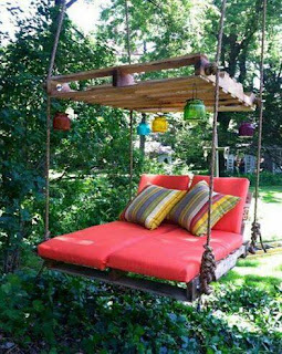 hamaca plataforma hecha con palets de madera