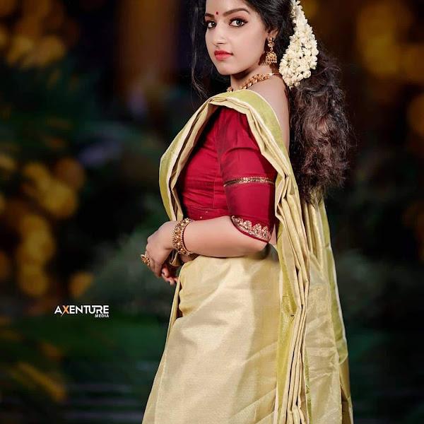 Malayalm actress Malavika Menon latest Onam photos