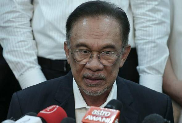 """Anwar Ibrahim """"Kerajaan Muhyiddin Jatuh"""", Anwar Umum Mendapat Sokongan 'Kukuh', 'Meyakinkan'"""