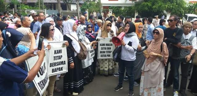Emak-emak Fan Prabowo: Mau di Stasiun kek, Pecel Lele kek Kami Kecewa!