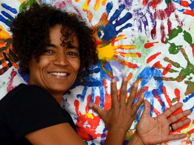 Artista-Ativista que vive na Alemanha lança livro sobre Teatro do Oprimido no Brasil