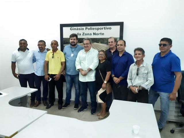 APÓS INSTALAR GABINETE NA ZONA NORTE, ÁLVARO VISITA OBRAS EM ANDAMENTO