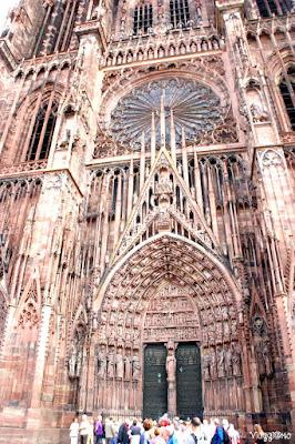 La facciata decorata della Cattedrale di Notre Dame di Strasburgo