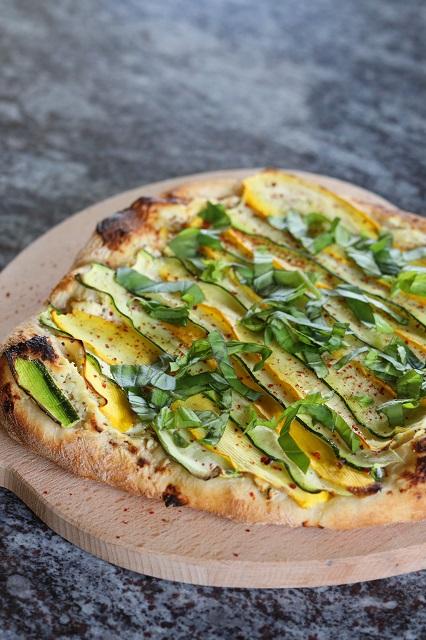 Pizza Bianca mit Ricotta und Zucchini