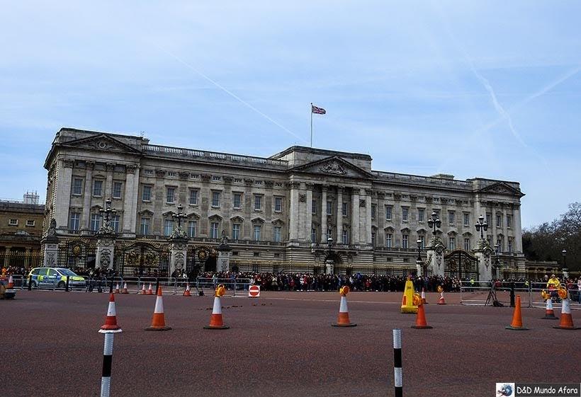 Palácio de Buckingham: troca da guarda em Londres