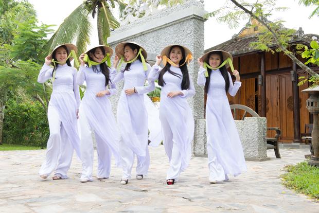 Vietnamese Clothing: Ao Dai