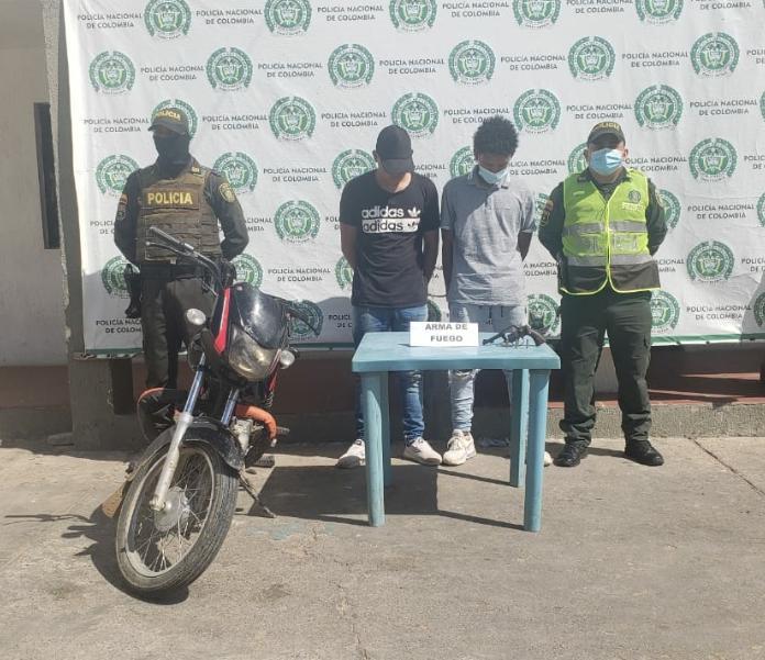 https://www.notasrosas.com/En Maicao, Policía Nacional captura a dos personas por atraco a mano armada