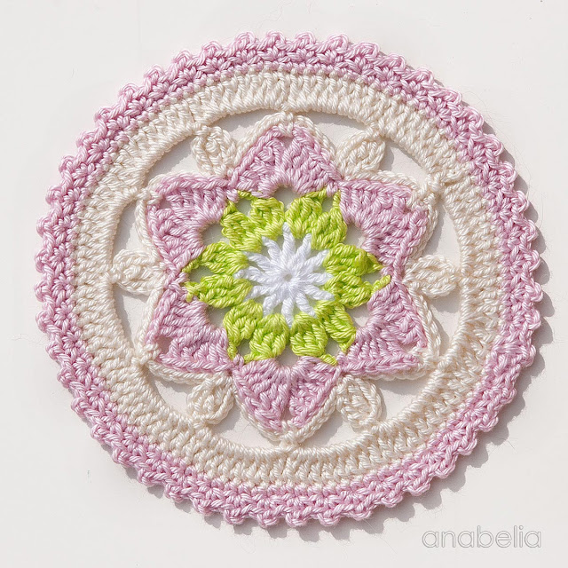 Daffodil crochet coasters pattern, by Anabelia Craft Design