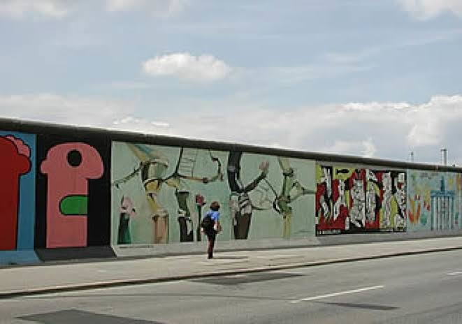 بعد 30 سنة من سقوط جدار برلين، متى يسقط جدار العار في الصحراء الغربية؟
