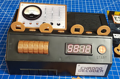 Escape Room The Game Chrono decoder with keys in