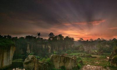 Wisata Kandang Godzilla di Tangerang yang Lagi Hits