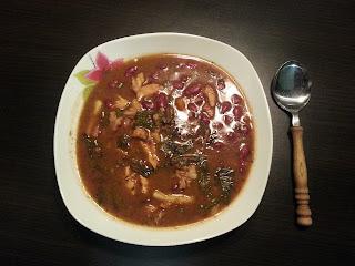 Zupa z czerwonej fasoli Kidney z botwinką