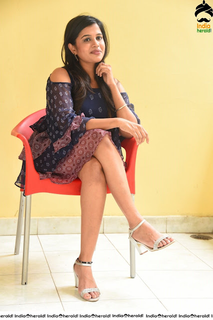 Hot Girls Sitting On Chair Sexy Photos Actress Trend