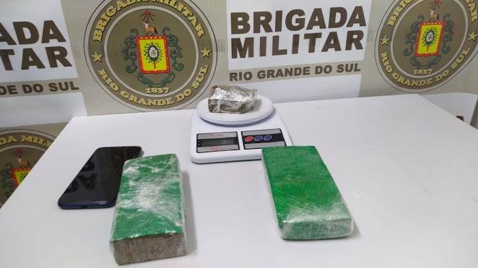 Mulher é presa por tráfico de drogas no bairro Caça e Pesca em Gravataí
