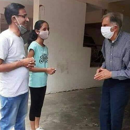 बीमारी से परेशान पूर्व कर्मचारी से मिलने पहुंचे उद्योगपति: रतन टाटा