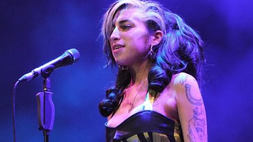 Kisah Amy Winehouse Sempat Beli Narkoba Hingga Rp 10 M