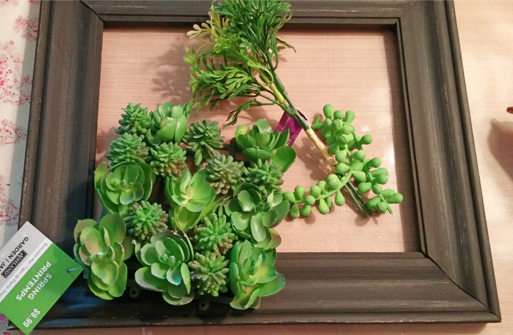 How to make a wreath from a picture frame