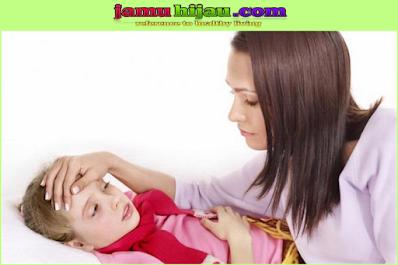 Penyebab Anak Demam Naik Turun Tapi Tetap Aktif, Jangan Panik Lakukan Hal-Hal Yang Dapat Menurunkan Demam Berikut Ini.