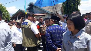 BERITA FOTO: Paspampres Wanita Pengawal Wapress Jusuf Kalla Saat Kunjungan Ke Palu, Sulawesi Tengah