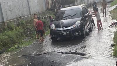 Aspal Ambles, Jalanan Samping PLN Hasanuddin Bone Tak Bisa Dilewati