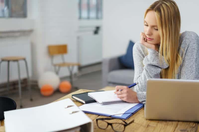 Master online con licencia de Adobe Stock