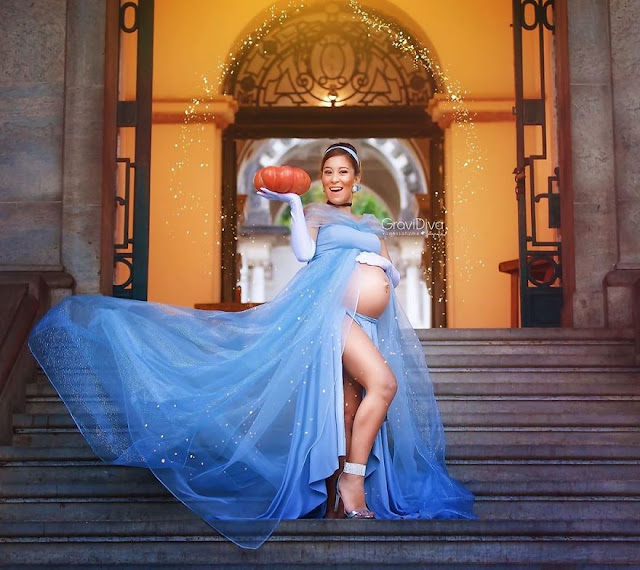 The Brazilian self-taught photographer Vanessa Firme just helps pregnant women in this - arranges photo shoots, turning girls into Disney princesses.
