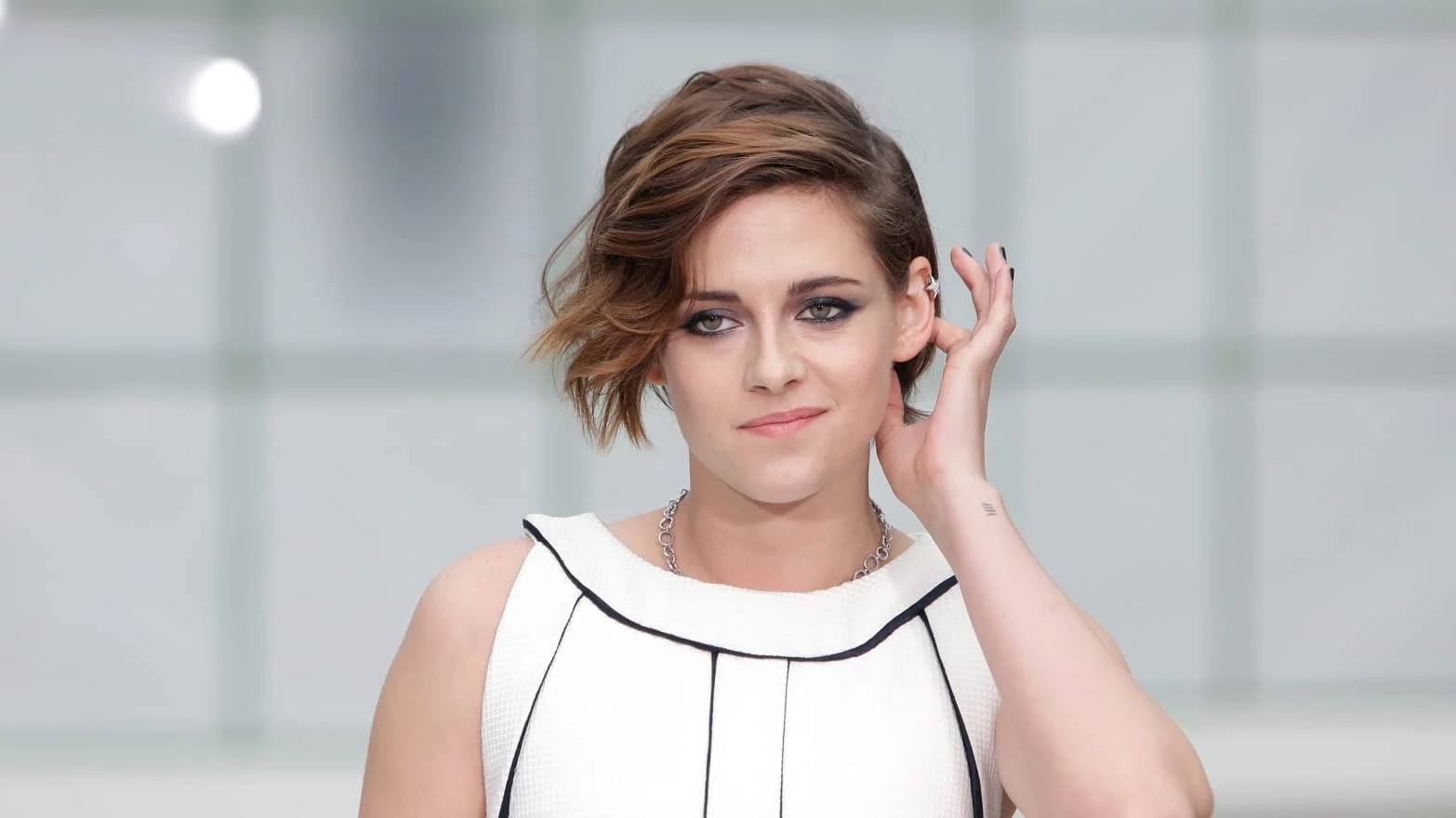 Kristen Stewart reveals that her role in the marvel film do not hold girlfriends hand to the public