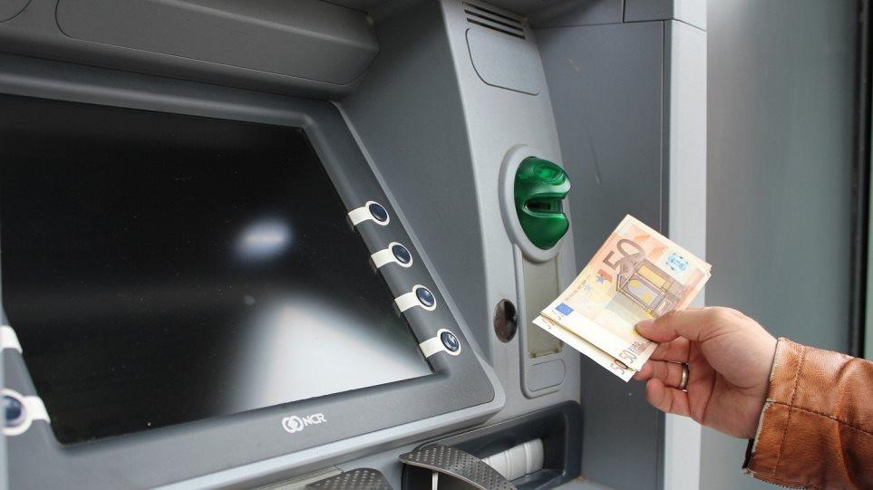 Καταβάλλονται την Παρασκευή τα 534 ευρώ για τις αναστολές Μαρτίου