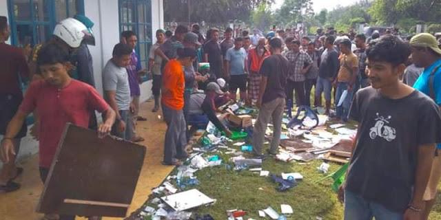 Kesal Karena Dipaksa Ikut, Warga Aceh Bubarkan Vaksinasi Covid-19