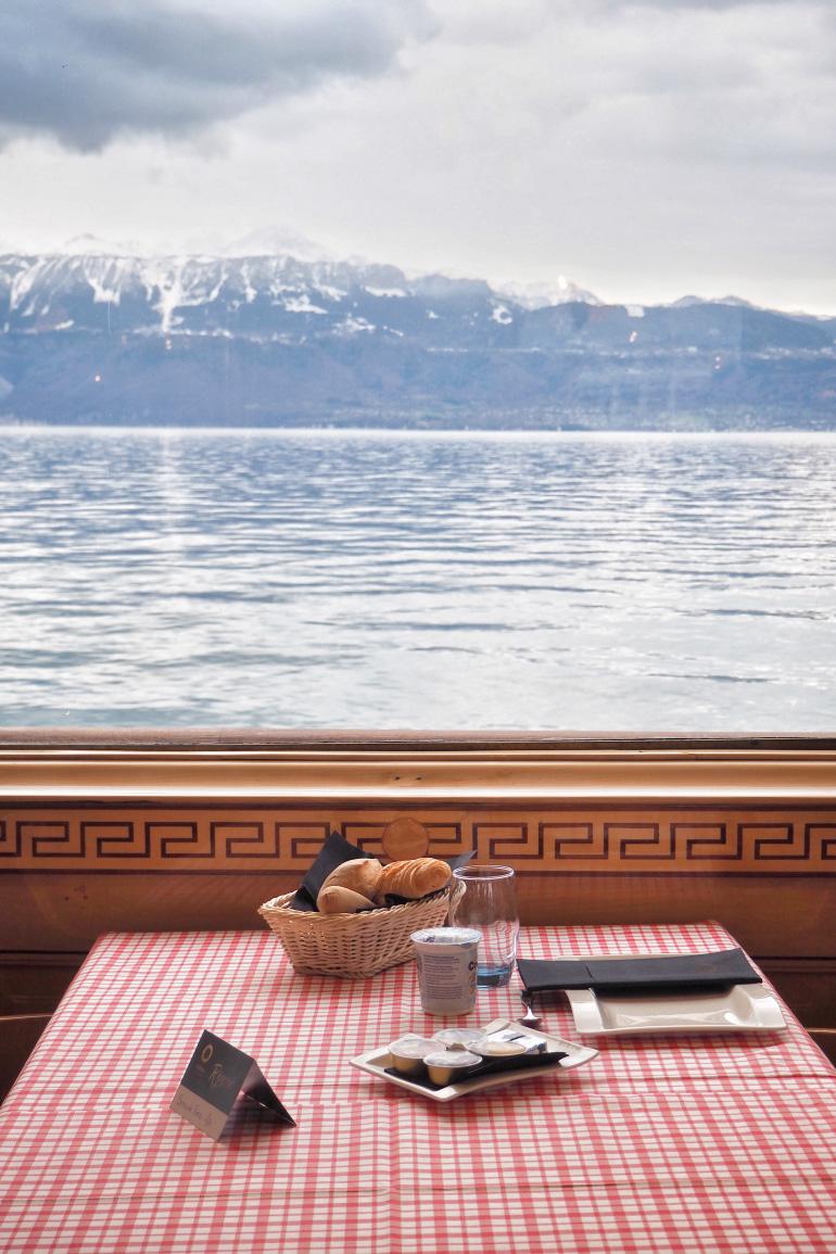 Petit déjeuner en croisière sur le Lac Léman au départ de Lausanne en Suisse