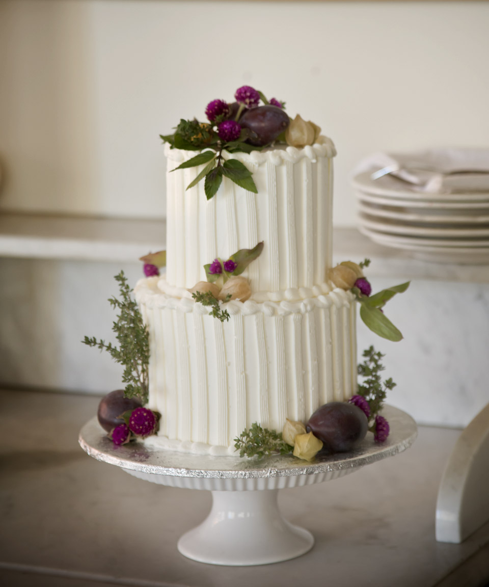 A Simple Cake The Sweetness of Small Weddings