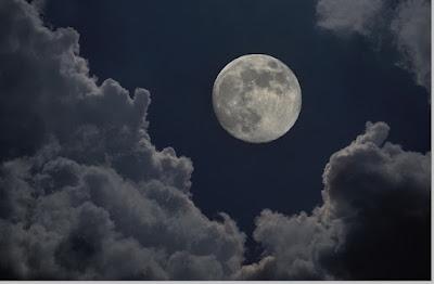 Teori pembentukan bulan,ciri - ciri dan karakteristik bulan