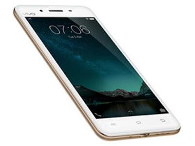 Spesifikasi Vivo V3            Smartphone Android Vivo V3 ini dilengkapi dengan spesifikasi layar IPS LCD capacitive touchscreen 5,00 inci dengan resolusi HD 720 piksel dengan 1280 pixel, kualitas layarnya udah cukup jernih. Sayangnya belum membawa proteksi layar macam Gorilla Glass atau tempered glass lain.        Spesifikasi Vivo V3 ini didukung oleh prosesor octa-core Qualcomm Snapdragon 616 yang merupakan kelas prosesor menengah dan juga dilengkapi dengan 3GB RAM tentunya sungguh menggoda. ROM atau Internal Memory sebesar 32GB sepertinya salah satu yg terbesar dikelasnya dimana biasanya ponsel lain memiliki penyimpanan internalsebesar 8 GB - 16GB. Oh ya, tentu saja media penyimpana bisa diperlua dengan kartu microSD hingga 128 GB. Urusan pengolah grafis dipercayakan sama GPU Adreno 405 kualitasnya OS android yg dibawa adalah Funtouch OS 2.5 yang merupakan custom OS dari Android 5.1.1 lollipop.   Kamera yg ditawarkan oleh Vivo V3 juga cukup menarik yaitu 13 MP untk kamera belakang serta 8 MP untuk kamera depannya. Kualitas jepretan dari kamera utama cukup bersaing dengan smartphone di kelasnya. Selain itu juga membawa fitur phase detection autofocus, Panorama, HDR dan LED Flash yg cukup umum ditemukan diberbagai smartphone. Nahh utk kamera depannya ini cukup menarik yaitu 8 MP.  Kelebihan  Layar luas 5.0 inci HD dengan teknologi IPS LCD yang tentunya sangat nyaman saat digunakan meskipun mengunakan satu tanggan.  Ada fingerprint sensor.  Telah dibekali kemampuan Dual-SIM yang memudahkan untuk memiliki SIM card lebih dari satu dalam satu ponsel.  Sudah support jaringan 4G LTE untuk akses internet super cepat.  Prosesor tangguh Snapdragon 616 tentunya kinerja yang dihasilkan akan sangat cepat dan stabil.  Sudah berjalan pada sistem operasi Android v5.1 Lollipop.  RAM 3 GB yang tentunya sangat mendukung untuk multitasking banyak aplikasi.  Memori internal 16/32 GB yang dapat diperluas mengunakan cocok untuk menyimpan berbagai file.  Kamera belakang 13 MP lengkap den