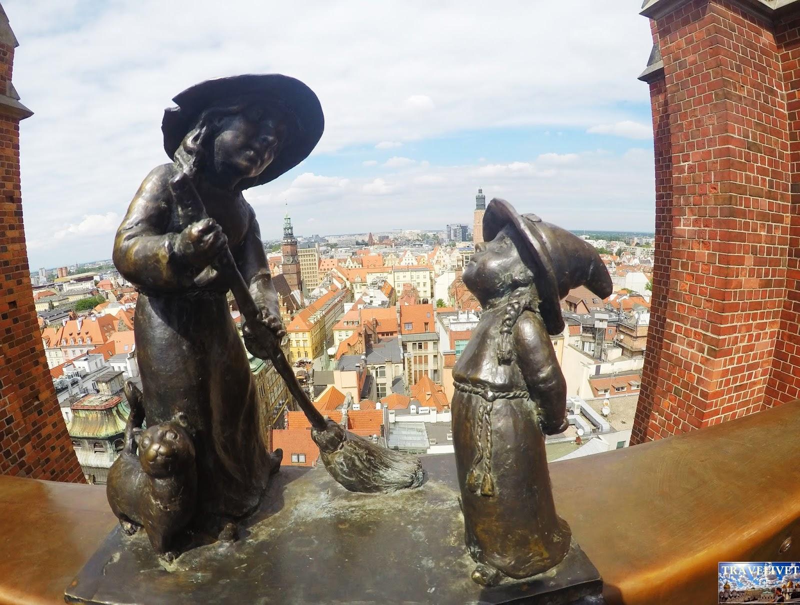 Pologne Wroclaw   le pont reliant les deux tours de l'église Église de la Madeleine