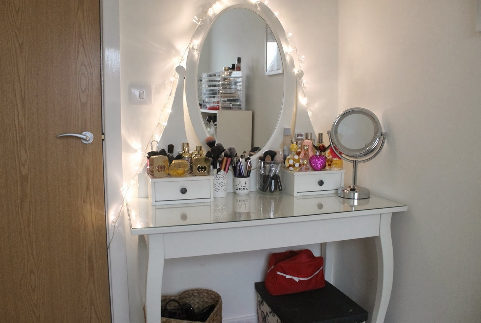 A beautiful small vanity table costume house a beautiful small vanity table geotapseo Choice Image