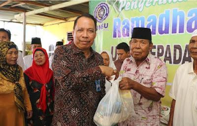 Rektor UMSU Bagikan 310 Paket Sembako Ramadhan