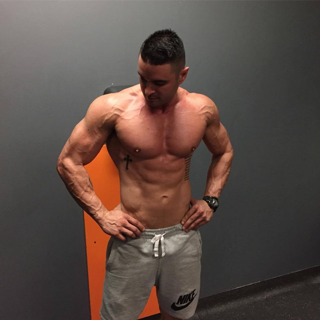 fit-gym-bro-shirtless-strong-veiny-slim-body