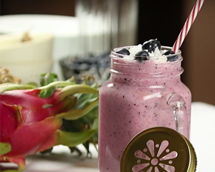 Pineapples and Dragon fruit smoothie