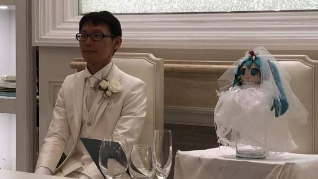Se casa con un holograma y queda viudo tras una actualizacion del sistema