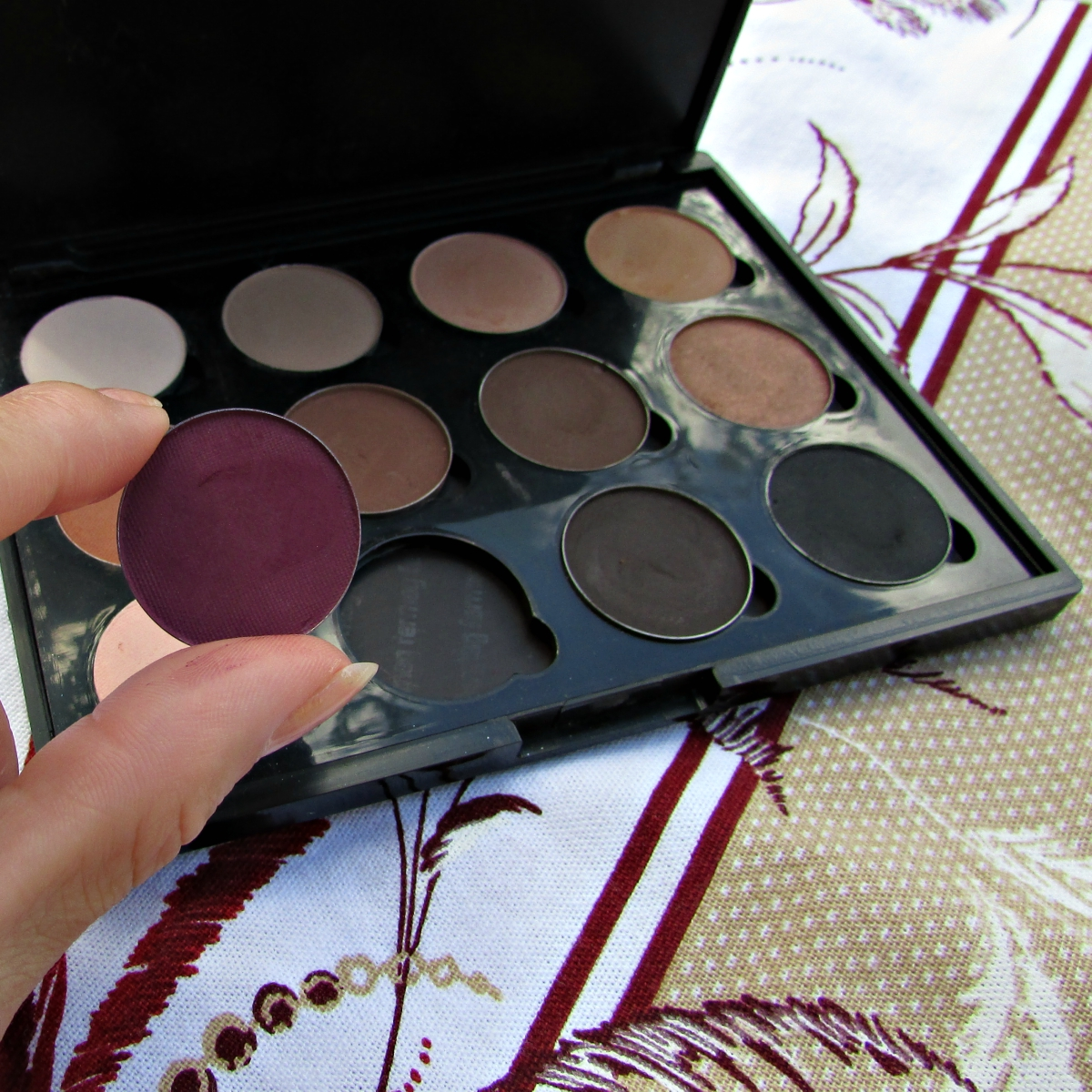 Paleta de sombras nudes perfeitos, paleta de sombra marrom opaca, sombra marrom terra.