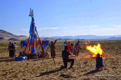 Rito sciamanico in attesa dell'eclisse solare, in Mongolia