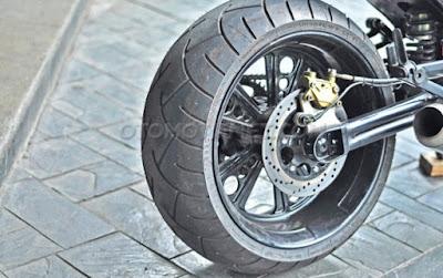 Modifikasi Ducati Monster 620 Cafe Racer