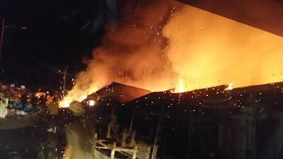 (Video) Api Hanguskan Bangunan di Pasar Bakauheni