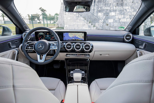 Mercedes-Benz Classe A x VW Golf 8