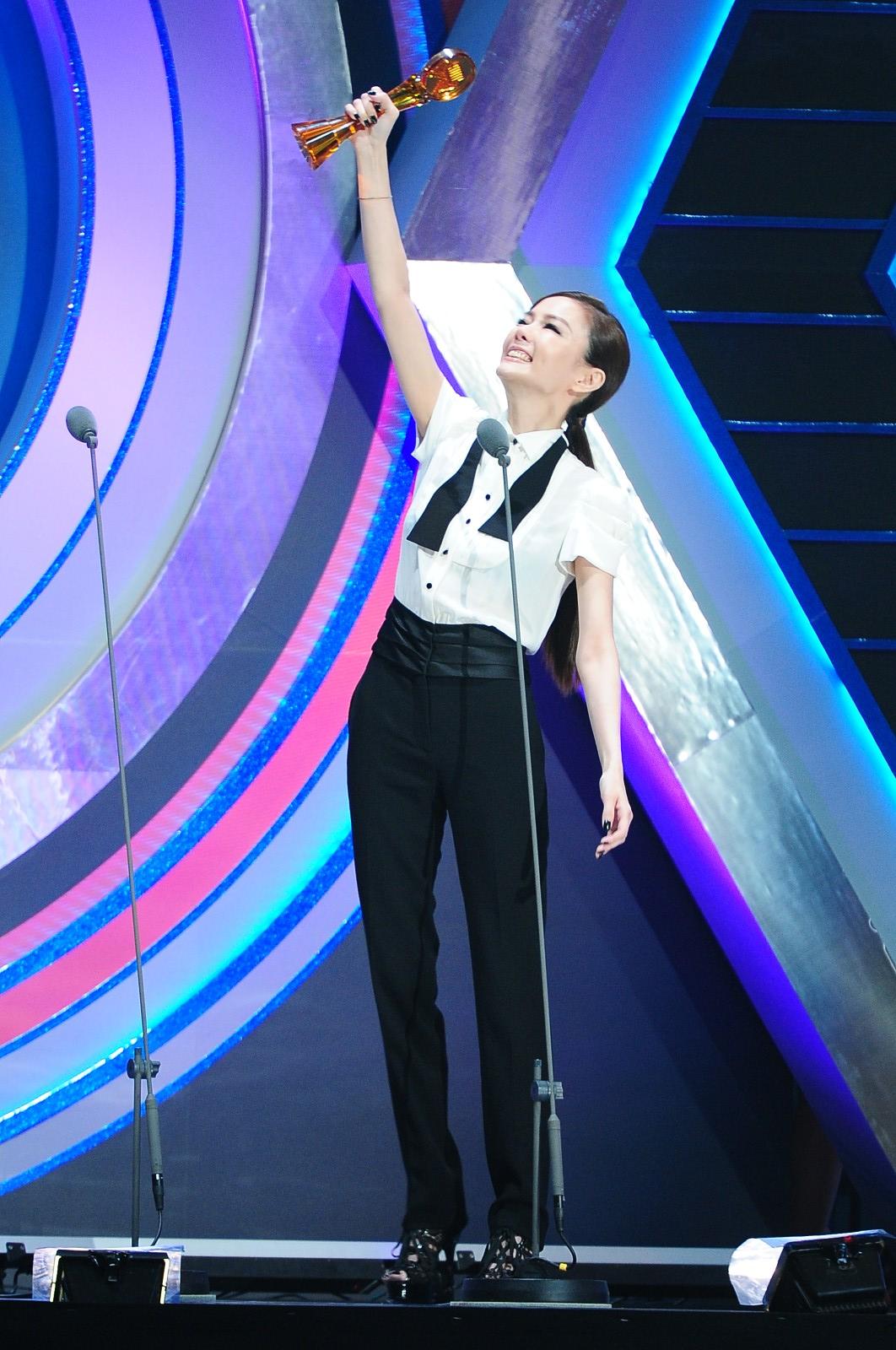 謝金燕獲「最佳臺語女歌手獎」 感謝名單避開豬哥亮 - WoWoNews