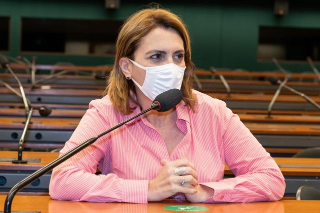 Rosana Valle quer que cidadão seja informado quando tem valores a receber do Estado